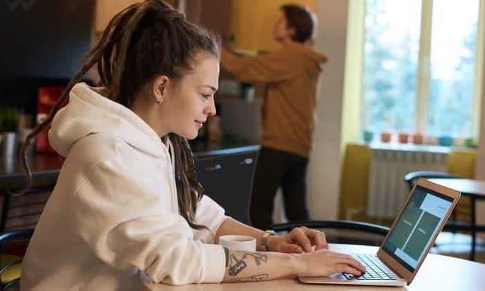 wordpress freelancer working on laptop